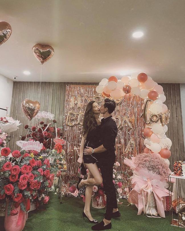 Phát sốt trước đôi chân thon dài cùng khoảnh khắc Hồ Ngọc Hà khóa môi Kim Lý trong buổi hẹn hò riêng tư-2