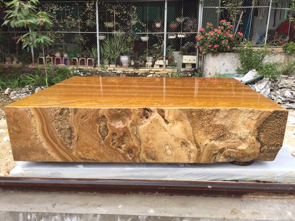 Sập bằng đá quý vàng óng, nặng tới 7 tấn, đại gia Hà Nội hét hơn tỷ đồng-3