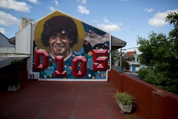 Khám phá nơi yên nghỉ cuối cùng của Maradona, căn nhà Cậu bé Vàng từng sống thuở chưa nổi tiếng-1