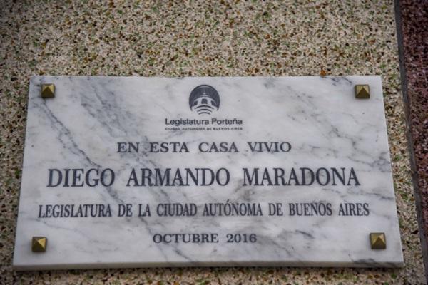 Khám phá nơi yên nghỉ cuối cùng của Maradona, căn nhà Cậu bé Vàng từng sống thuở chưa nổi tiếng-8