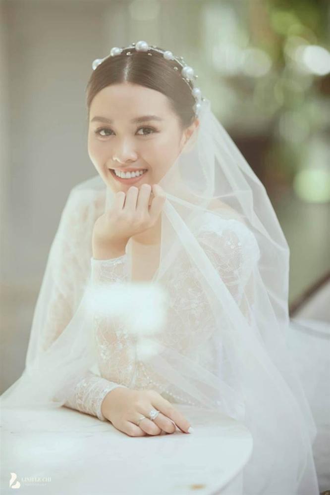 Rò rỉ ảnh thiệp cưới Á hậu Tường San, địa điểm tổ chức hôn lễ cực khủng-2