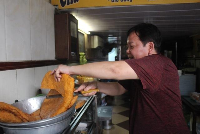 Báu vật giúp hàng giò chả nức tiếng phố cổ Hà Nội đông khách suốt 40 năm-8