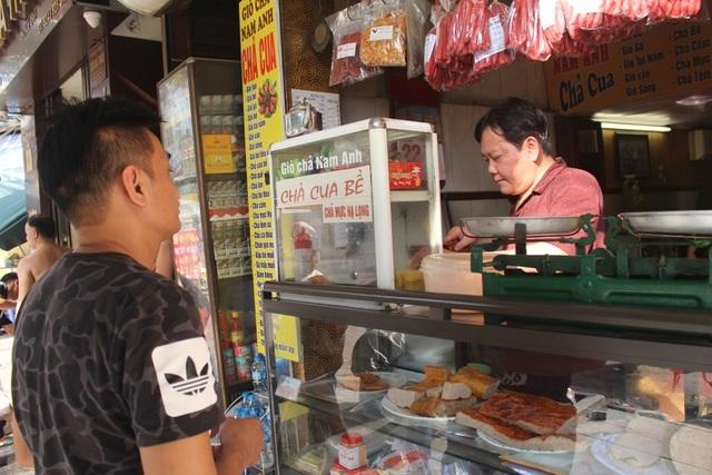Báu vật giúp hàng giò chả nức tiếng phố cổ Hà Nội đông khách suốt 40 năm-15