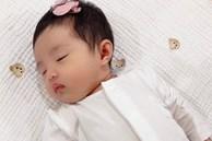 Đông Nhi chính thức khoe cận cảnh gương mặt của con gái đầu lòng