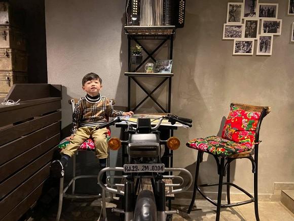 Đăng ảnh chuẩn bị đồ cho con sắp chào đời, Mạc Hồng Quân vô tình hé lộ không gian sống tại Séc-5