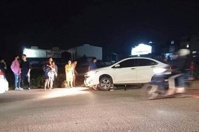 Hà Nội: 2 cô gái trẻ nguy kịch sau khi liên tiếp bị 2 ô tô tông trúng rồi kéo lê hàng trăm mét, tài xế rồ ga chạy bỏ mặc nạn nhân-1