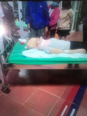 Hà Nội: 2 cô gái trẻ nguy kịch sau khi liên tiếp bị 2 ô tô tông trúng rồi kéo lê hàng trăm mét, tài xế rồ ga chạy bỏ mặc nạn nhân-2