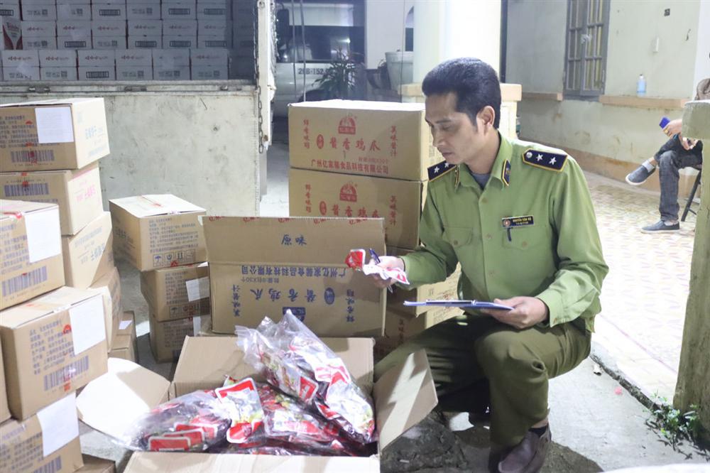Chầu nhậu toàn hàng Tàu: 6.000 túi chân gà, gần 1.000 lon bia Trung Quốc-1