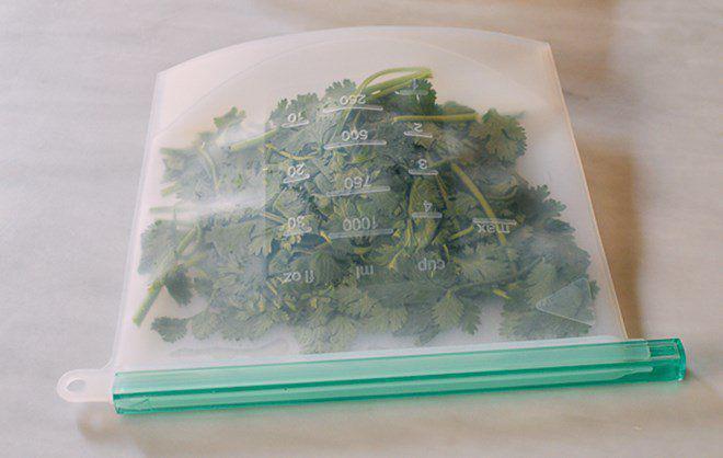 Mua nhiều rau mùi, đừng cho ngay vào tủ lạnh, thêm vài bước nữa để nửa năm vẫn xanh tươi-2
