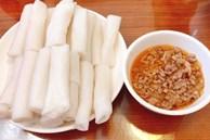 Độc lạ đặc sản bánh 'gật gù', thực khách ăn theo cân ở Quảng Ninh