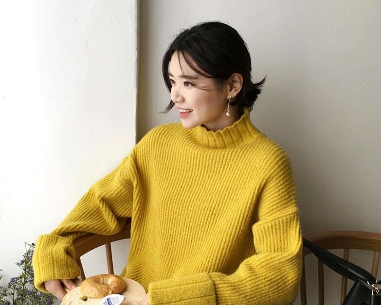 Để style thu đông bớt nhàm chán, đừng quên những chiếc áo len màu nổi-3