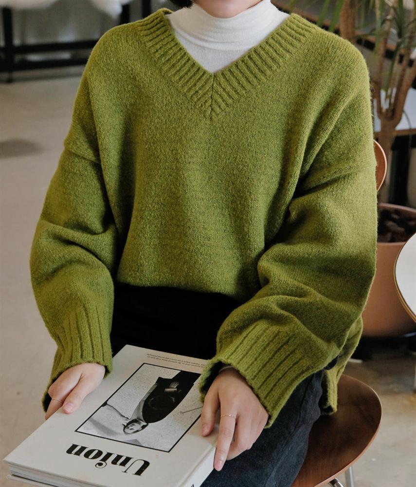 Để style thu đông bớt nhàm chán, đừng quên những chiếc áo len màu nổi-5