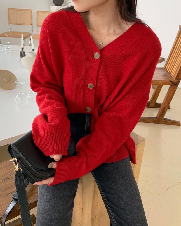 Để style thu đông bớt nhàm chán, đừng quên những chiếc áo len màu nổi-11