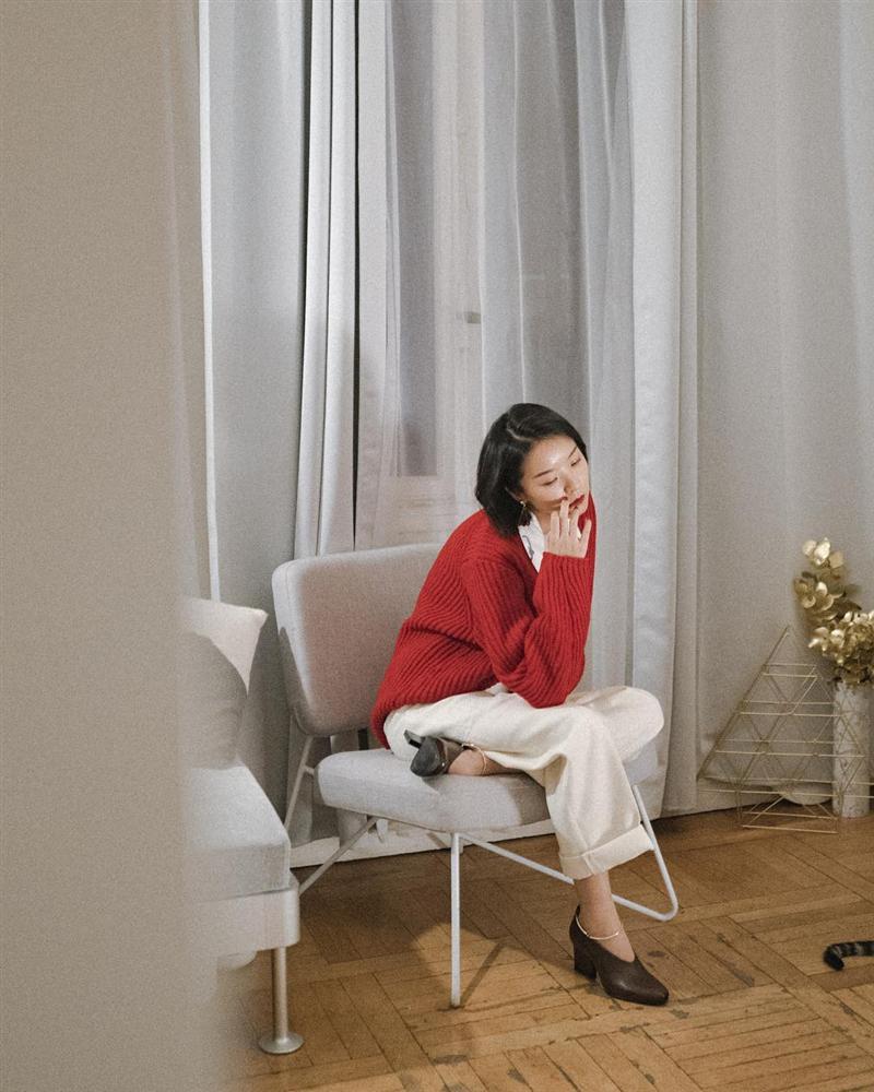 Để style thu đông bớt nhàm chán, đừng quên những chiếc áo len màu nổi-13