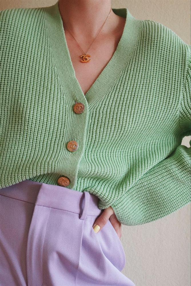 Để style thu đông bớt nhàm chán, đừng quên những chiếc áo len màu nổi-6
