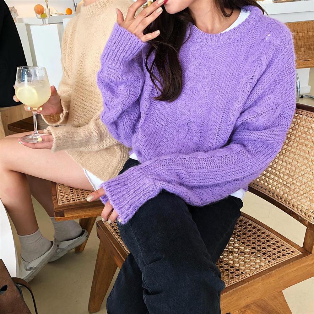 Để style thu đông bớt nhàm chán, đừng quên những chiếc áo len màu nổi-7