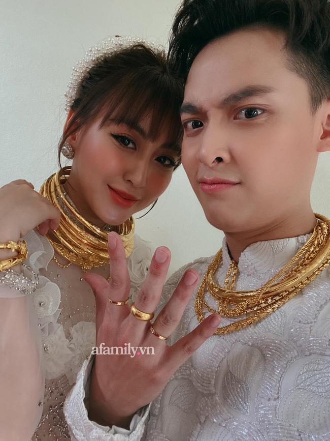 Cặp đôi vàng trong làng cưới: Cô dâu là ái nữ của tập đoàn nổi tiếng, chú rể sở hữu khách sạn dát vàng, cưới nhau được trao hẳn một vali tiền đô và vàng khiến nhiều người choáng-3