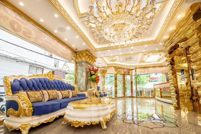 Cặp đôi vàng trong làng cưới: Cô dâu là ái nữ của tập đoàn nổi tiếng, chú rể sở hữu khách sạn dát vàng, cưới nhau được trao hẳn một vali tiền đô và vàng khiến nhiều người choáng-6