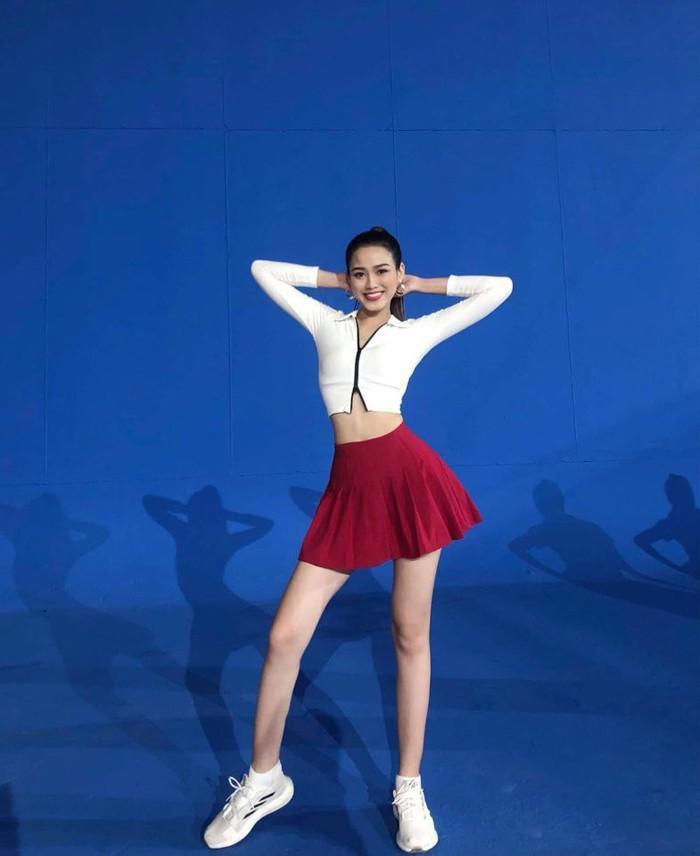 Xôn xao hình ảnh quá khứ của Hoa hậu Đỗ Thị Hà, gây chú ý nhất là đôi chân 1m1-5