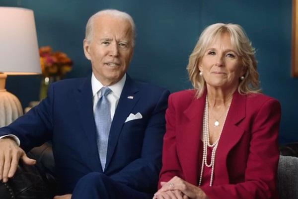 Tổng thống Donald Trump cùng ông Joe Biden đón Lễ Tạ ơn khác biệt: Người lộ diện lẻ loi, người hạnh phúc bên gia đình-7