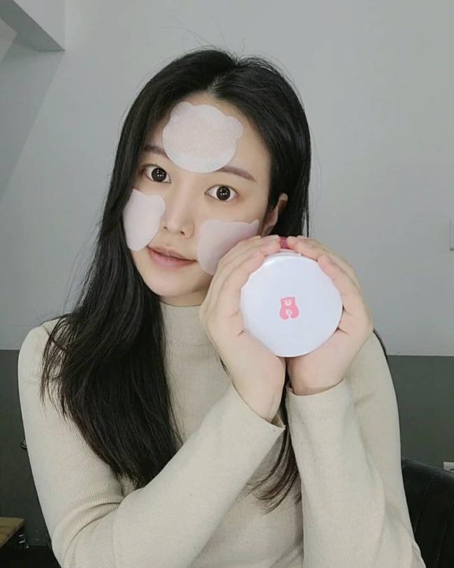 Bác sĩ khuyến cáo: Nàng da dầu cần tránh 4 sản phẩm skincare kẻo mùa Đông da cũng bóng nhẫy chẳng khác mùa Hè-2
