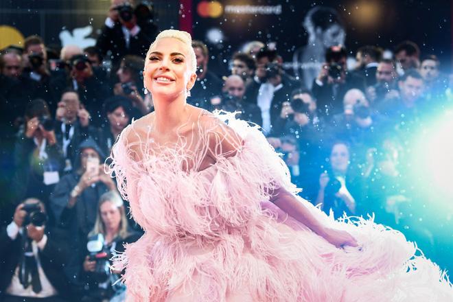 Lady Gaga và cuộc đời quá nhiều cay đắng: Bị xâm hại, sỉ nhục cả thế xác lẫn tân hồn-9