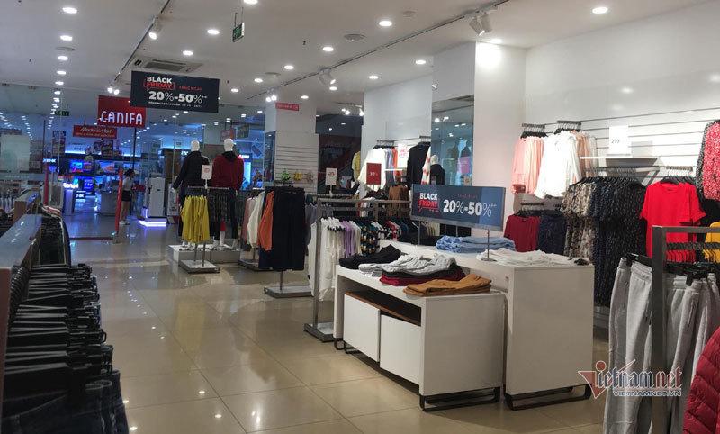 Hà Nội: Hàng trăm người xếp hàng, tranh mua 3 suất giảm giá 70%-13