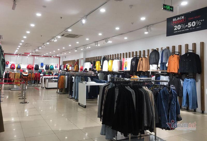 Hà Nội: Hàng trăm người xếp hàng, tranh mua 3 suất giảm giá 70%-14