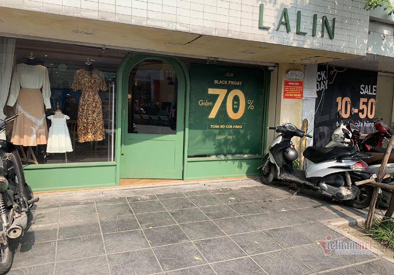 Hà Nội: Hàng trăm người xếp hàng, tranh mua 3 suất giảm giá 70%-9