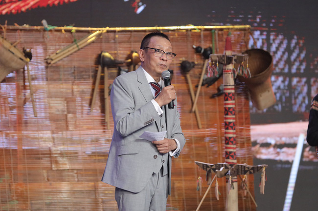 """""""Ký ức vui vẻ"""" vừa lên sóng đã bị chê dàn trải, thiếu hụt dàn nghệ sĩ U60, chỉ có mỗi MC Lại Văn Sâm được khen thumbnail"""