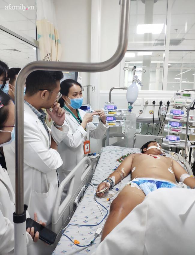 Bé trai 14 tuổi ở Kiên Giang nhiễm khuẩn bí ẩn, tính mạng nguy kịch sau khi vô tình vấp té trên sà lan-1