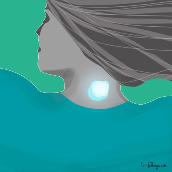 Đặt một viên đá lạnh lên cổ, phụ nữ ngày càng trẻ hơn nhờ vô số tác dụng siêu hay-1