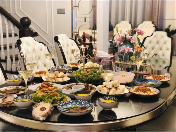 Vân Hugo đúng gái đảm, làm tiệc hoành tráng đãi bạn, thực đơn toàn món bổ dưỡng mà không sợ tăng cân-2