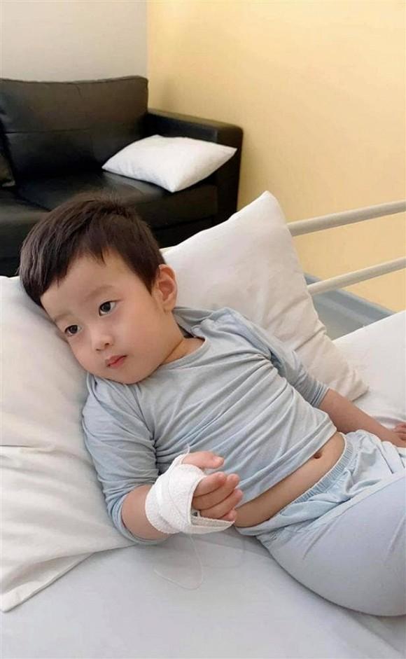 Diễn viên Việt Anh lo sốt vó vì một đêm ôm con chạy 3 bệnh viện-1