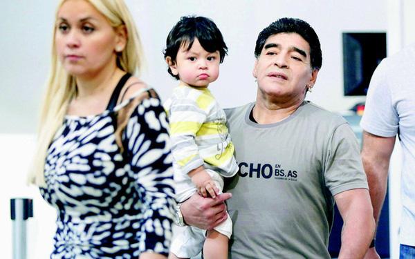 Huyền thoại Diego Maradona ra đi để lại 11 người con, kết quả của cuộc đời hào hoa và cuộc chiến tranh quyền thừa kế chưa có hồi kết-6