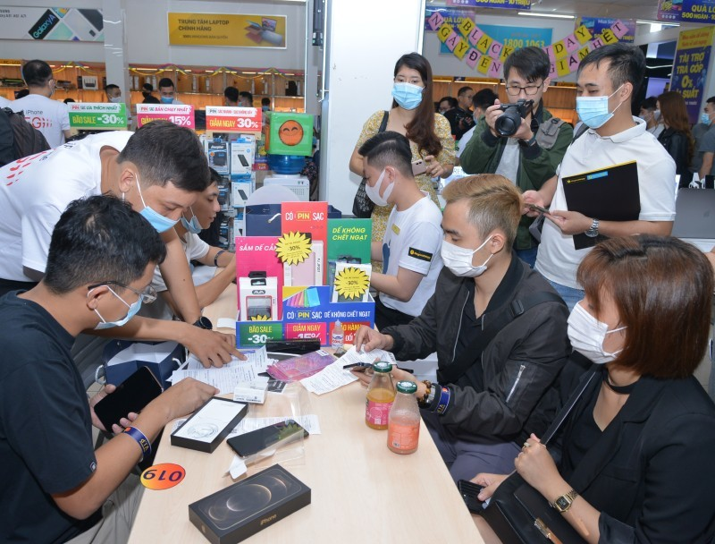 Cơn sốt iPhone 12, tay to buôn hàng về Việt Nam kiếm đậm-2