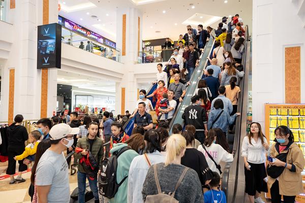 Vincom Black Friday hút hàng nghìn khách ngay trong ngày đầu tiên-1