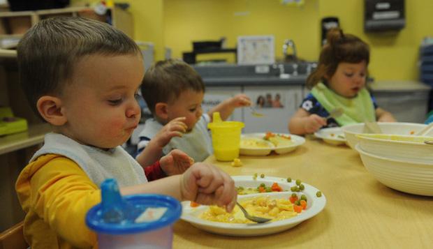 Từ phong cách giáo dục trên bàn ăn của cha mẹ Hàn Quốc và Mỹ, làm sao để nuôi dạy những đứa trẻ không-vô-ơn?-2