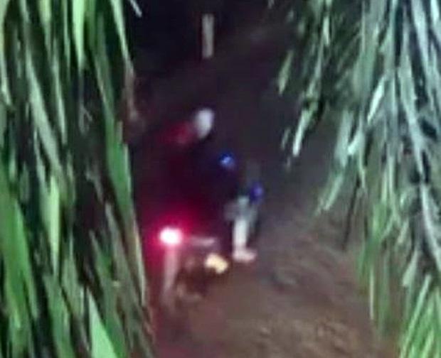 Một phóng viên bị chém trọng thương sau khi báo tin bắt gỗ lậu-1