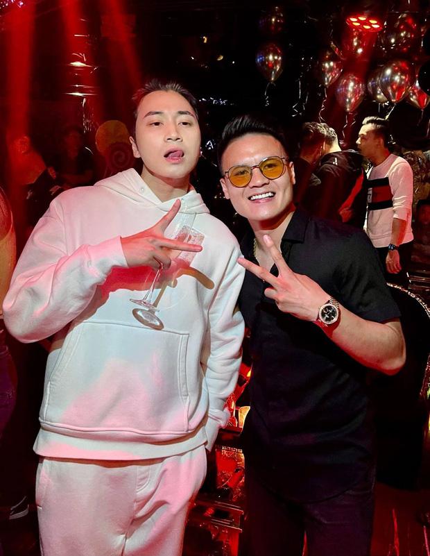 Karik khoe ảnh thân thiết bên Quang Hải, netizen bỗng phát hiện ra ngay ra điểm trùng hợp của 2 sao nam và Jack-1