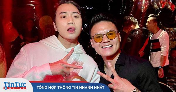 Karik khoe ảnh thân thiết bên Quang Hải