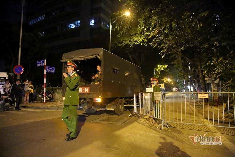 Quả bom 340kg được di dời trong đêm, người dân Trúc Bạch đã về nhà-1