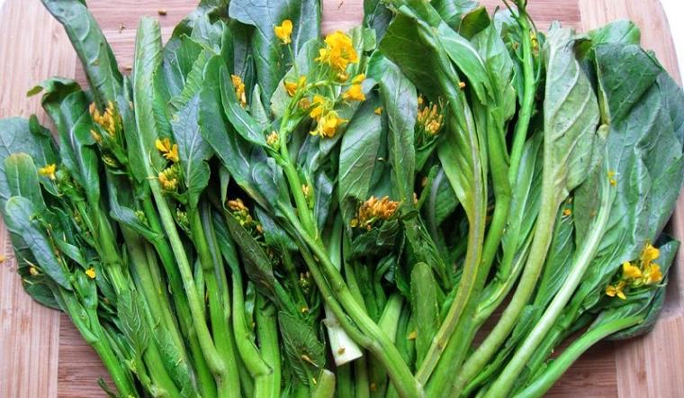 Rau cải ngồng đắng trồng tự nhiên trên núi đá Lạng Sơn được bà nội trợ yêu thích-1