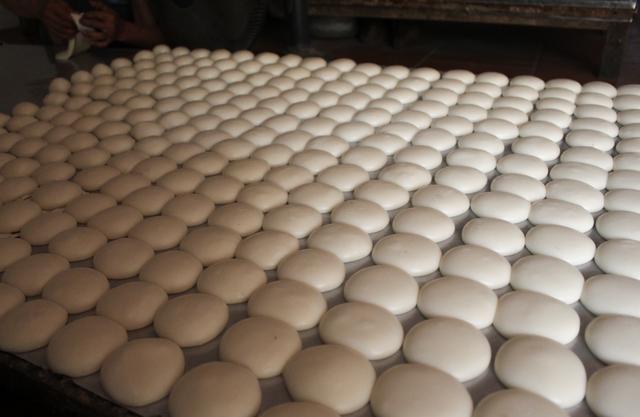 Gia đình 3 thế hệ làm bánh dày: Nửa đêm rầm rập giã, ngày hết 300kg gạo nếp-2