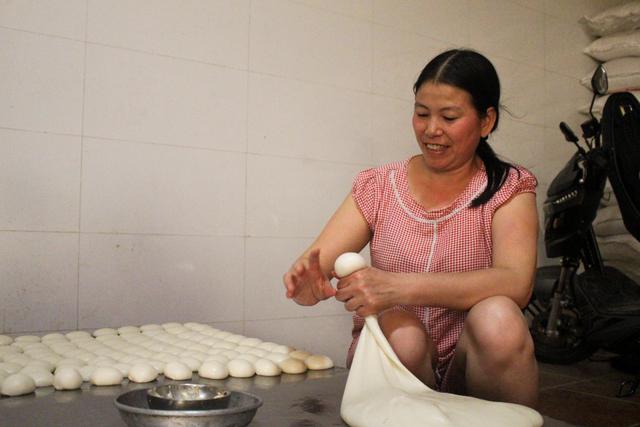Gia đình 3 thế hệ làm bánh dày: Nửa đêm rầm rập giã, ngày hết 300kg gạo nếp-6