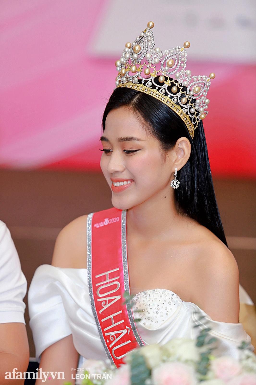 Ngoài hàm răng không đều, Tân Hoa hậu Đỗ Thị Hà còn có thêm một nhược điểm nhan sắc mà để ý kỹ mới nhận ra-4