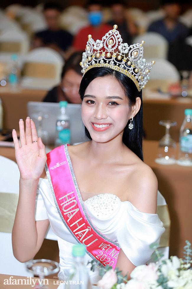 Ngoài hàm răng không đều, Tân Hoa hậu Đỗ Thị Hà còn có thêm một nhược điểm nhan sắc mà để ý kỹ mới nhận ra-5