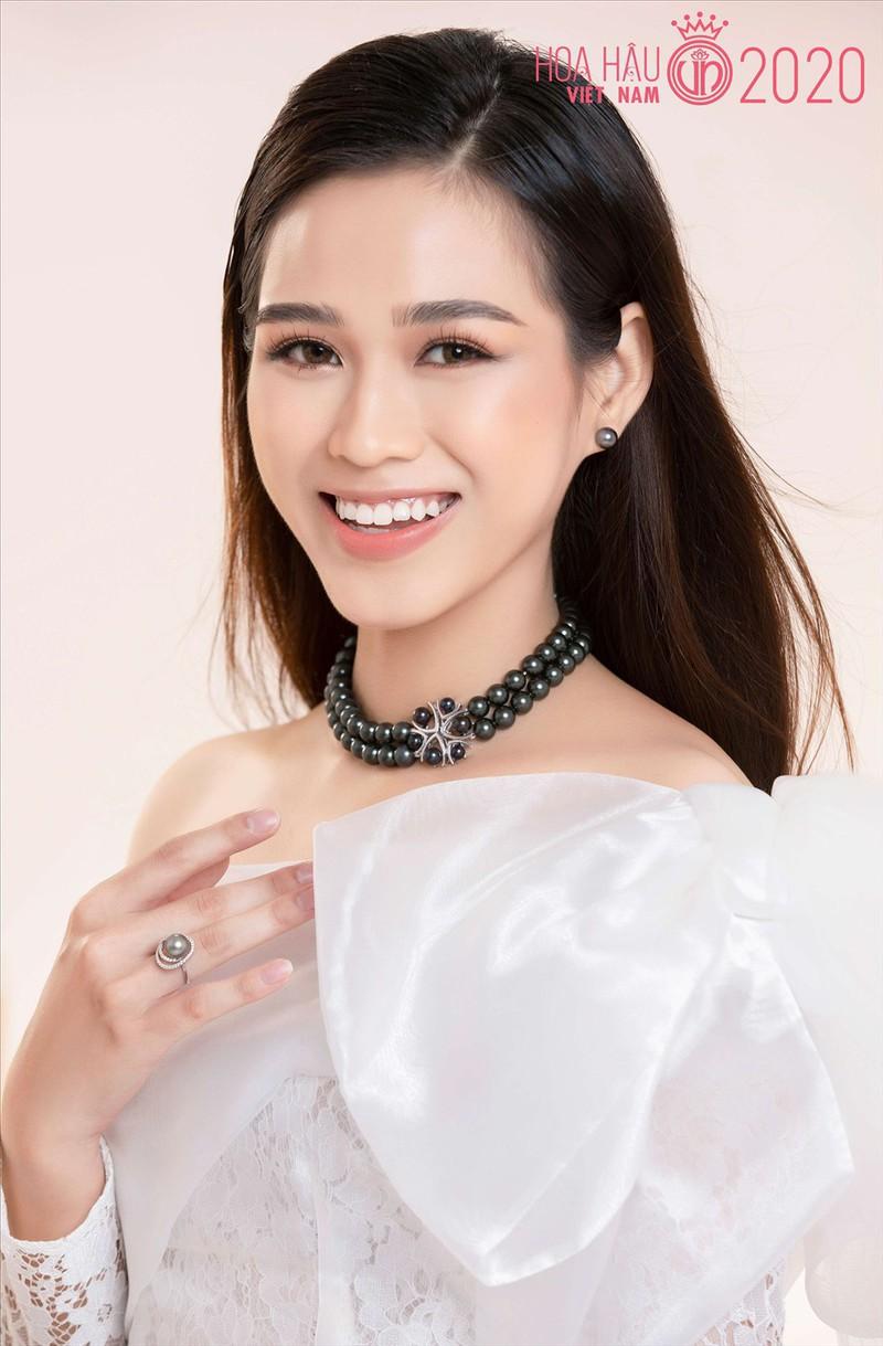Ngoài hàm răng không đều, Tân Hoa hậu Đỗ Thị Hà còn có thêm một nhược điểm nhan sắc mà để ý kỹ mới nhận ra-3