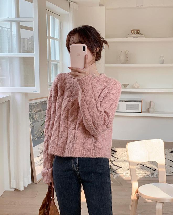 Trend áo len năm nay có 6 kiểu must-have, nàng nào cũng nên sắm để nâng điểm phong cách cho xịn sò-1