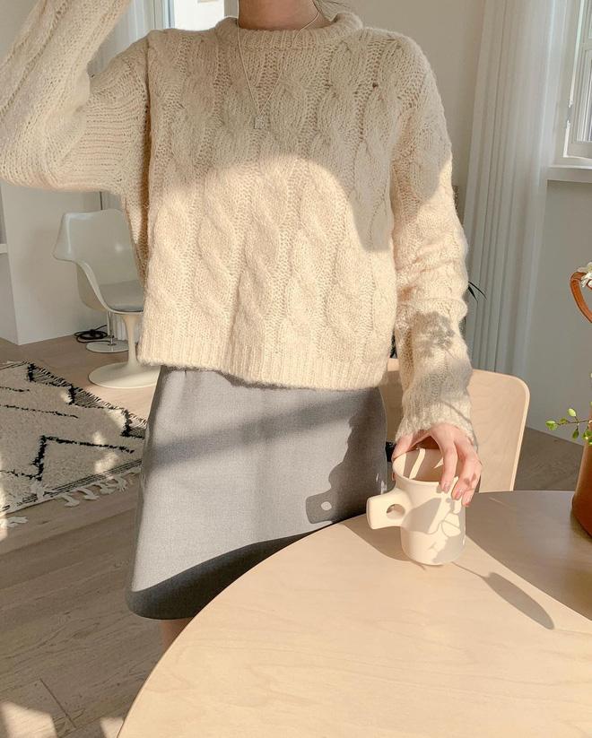 Trend áo len năm nay có 6 kiểu must-have, nàng nào cũng nên sắm để nâng điểm phong cách cho xịn sò-2